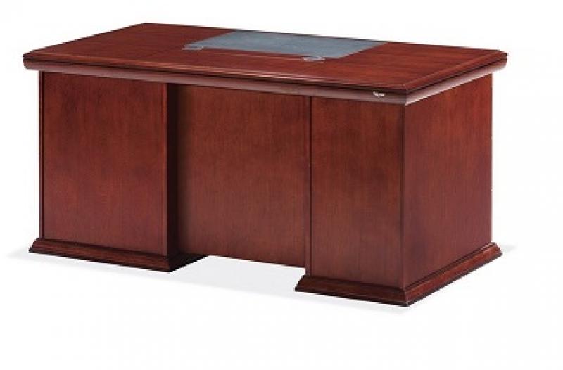 Офисный стол из МДФ и шпона ореха, специальный лак. Встроенные тумбы. Размер стола: 1800W*900D*760H