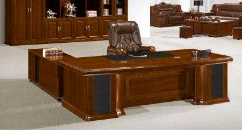 Стол руководителя из МДФ и шпона ореха. Размер стола: 3200W*1180D*760H