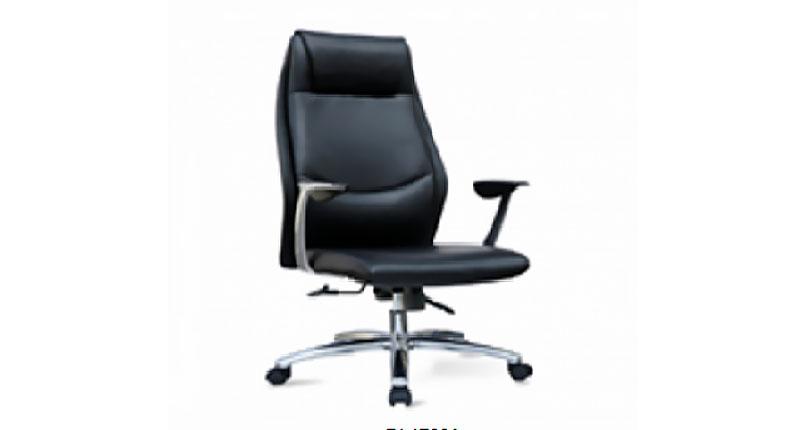 Офисное кресло с прочной алюминиевой пятизвездочной базой на роликах. Спинка кресла имеет функцию наклона с фиксацией. Обивка эко кожа черного цвета (высококачественный коже заменитель.)