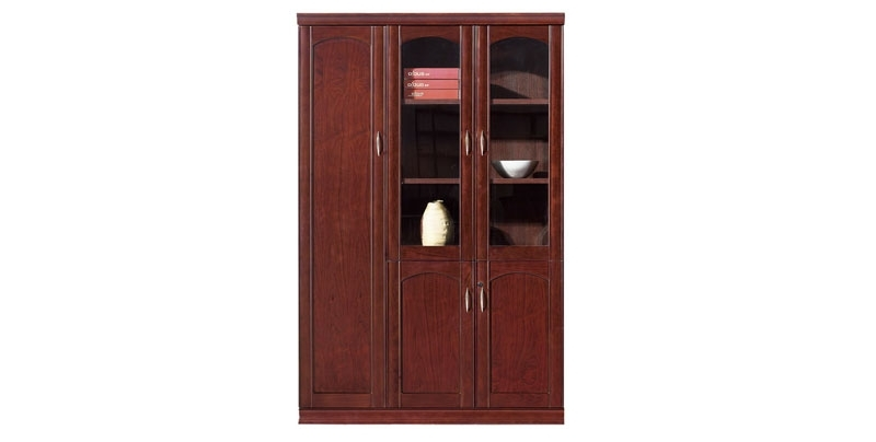 Шкаф офисный 3-х створчатый из МДФ, облицован шпоном, цвета темный орех. Отсеки для файлов, гардероб. Размер: 1360W*395D*2100H