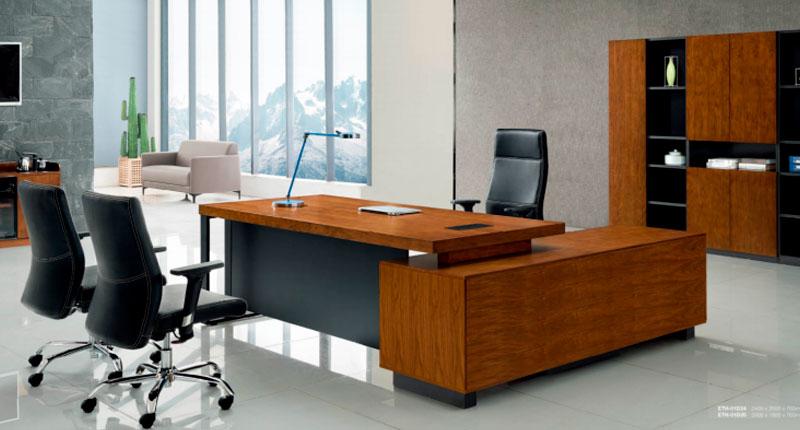 Стол руководителя Open Varnish с каркасом на металлической основе