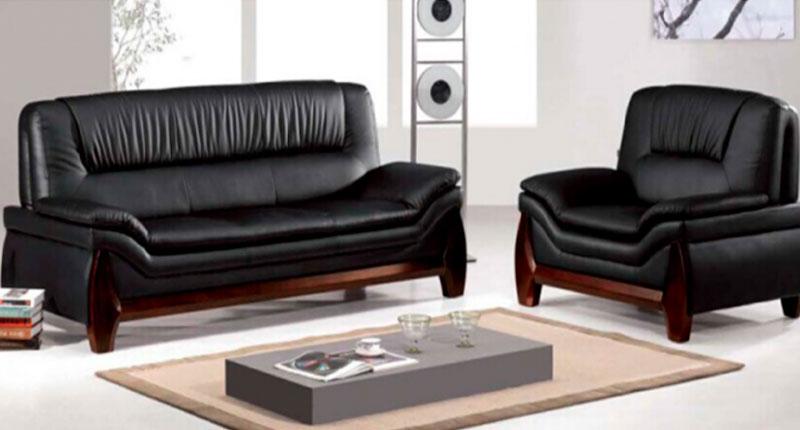 Комплект мягкой мебели, диван и два кресла. Обивка из натуральной кожи повышенной износостойкости, черного цвета