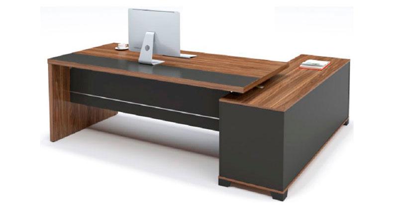 Офисный стол из ЛДСП, меламиновая доска, цвета - орех. У стола встроенная тумба-которая может быть установлена с любой из сторон
