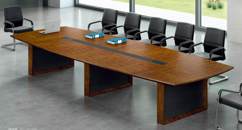 Конференц стол Open Varnish, из МДФ класса Е1, шпон натурального ореха, 8 слоев открытого лака. С встроенным корпусом для проводки.  Размер: 3600W*1500D*760H