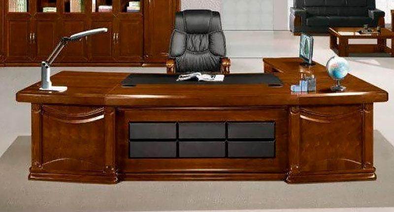 Офисный стол руководителя из МДФ и шпона ореха. В комплекте две мобильные тумбы. Размер: 2800W*1150D*760H