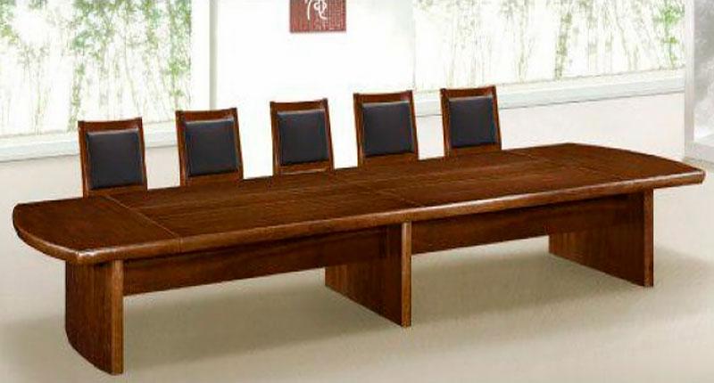 Конференц стол из МДФ, облицован натуральным шпоном ценной породы дерева, цвета орех. Размер: 3000W*1350D*760H