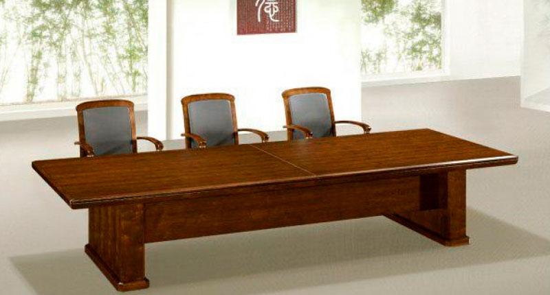 Конференц стол из МДФ, на 10-12 персон, облицован натуральным шпоном ценной породы дерева, цвета темный орех. Размер: 3200W*1200D*760H